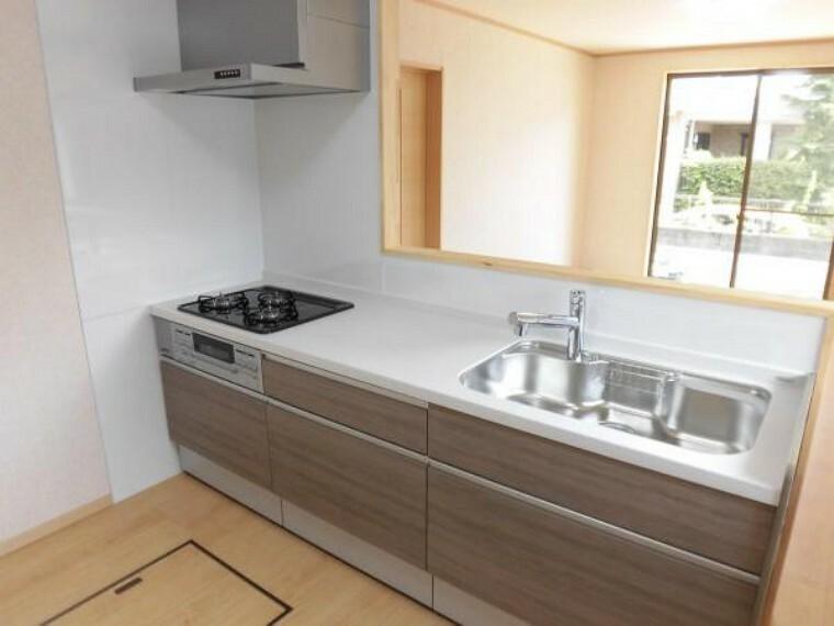 キッチン [リフォーム後]キッチンはハウステック製の幅2m40cmの新しいシステムキッチンに交換しました。