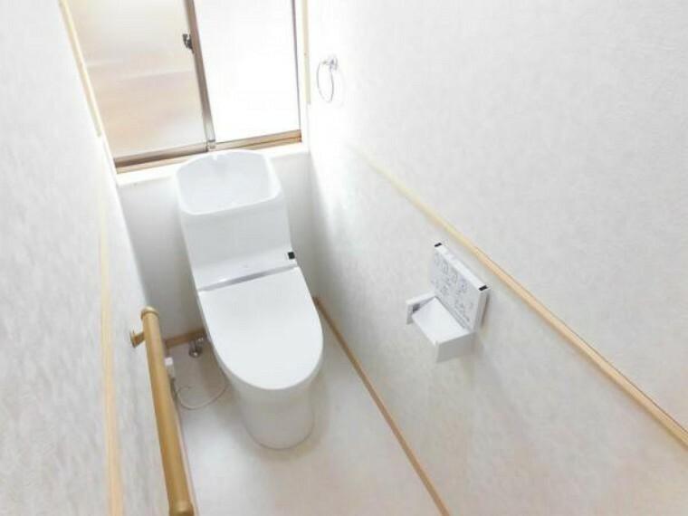 トイレ [リフォーム後]トイレはTOTO製の温水洗浄機能の付いた新しいものに交換しました。