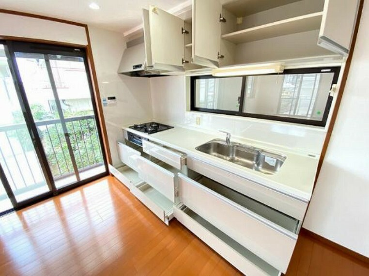 キッチン 「キッチン」収納が10箇所ございますので、たっぷり収納できます。