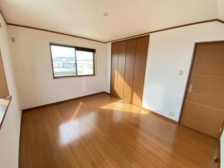 「3階洋室」2面採光を確保した洋室です。