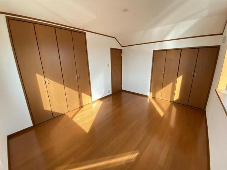 「3階洋室」収納が2か所ございます。