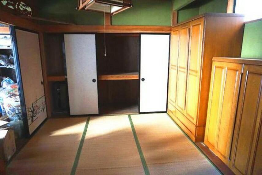 居間・リビング 約6帖の和室です。