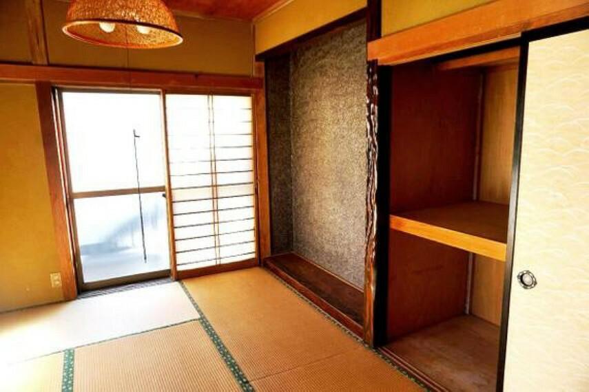 二階部分にある約6帖の和室です。