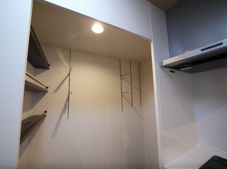 収納 キッチン横のパントリー
