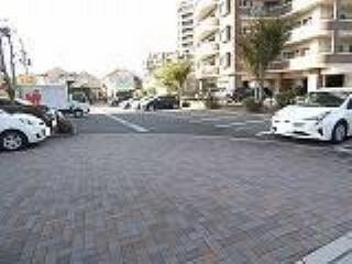 駐車場 平置き駐車場1台利用可。