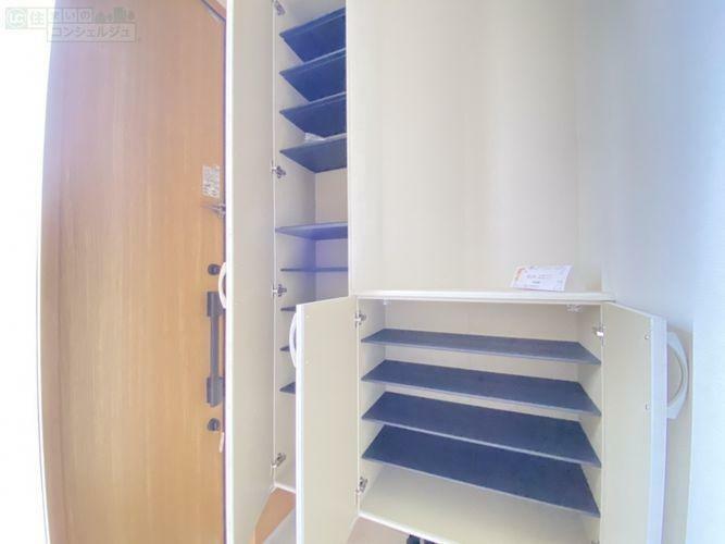 収納 《シューズボックス》 可動棚なので、お持ちの靴に合わせてぴったり収納することができるので、スペースを無駄なく使えます。
