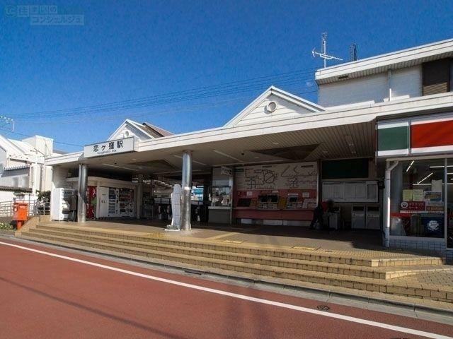 恋ヶ窪駅(西武 国分寺線) 徒歩20分。 立川駅まで13分、新宿駅まで35分。 周辺には、市役所・郵便局など主要な公共施設が点在しています。多くの漫画や映画の舞台として有名な聖地です