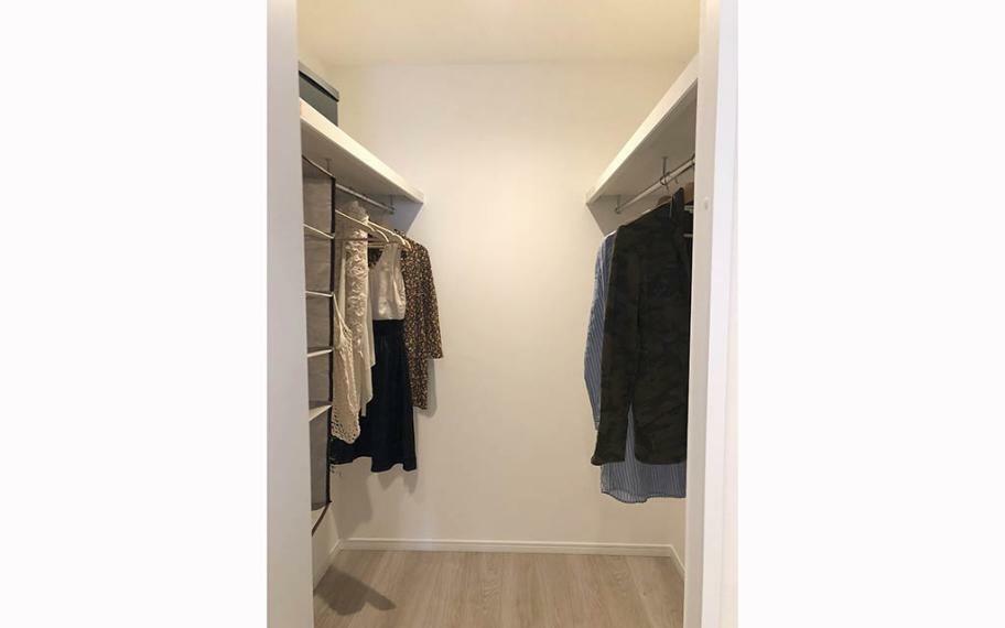 収納 主寝室には便利なウォークインクローゼット。シーズン物の衣類や布団など、しっかり収納することができます。