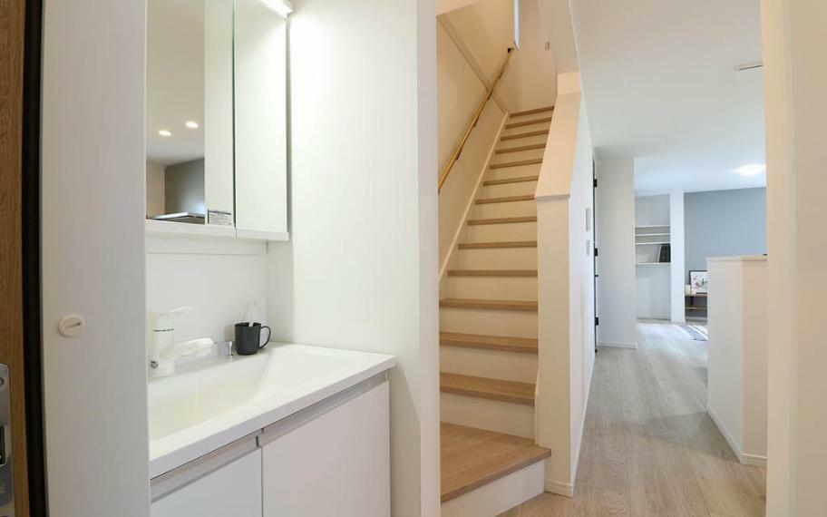 洗面化粧台 適所に設けた収納と、2階を中心に家事のしやすさを考えた動線で、忙しい毎日をサポートしてくれます。