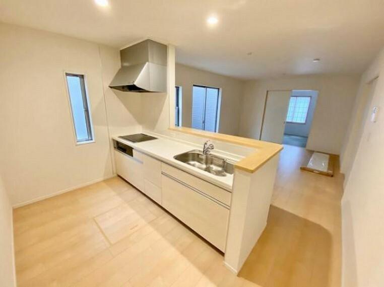 キッチン お手入れが楽に行える換気扇やステンレスワークトップは毎日お料理する奥様の味方!