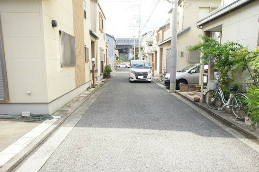 現況写真 前面道路は幅員約4.7mございます。