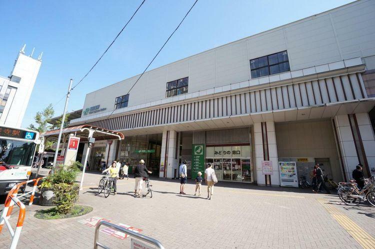 西荻窪駅(JR 中央本線) 徒歩20分。杉並区内、そして中央線沿線でもなかなかの高級住宅街。アンティーク家具の店や個性的な飲食店が多く若者に人気がある。小さいながらも地元に根付いたお店が多く、街はい…