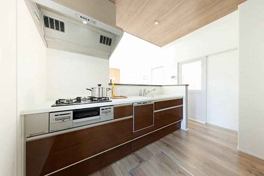キッチン モデルハウス8号棟/キッチン  (※2021年4月撮影)豊富な収納力で、食器洗い乾燥機付き。落ち着いたデザインのキッチンです。(※2021年5月撮影)