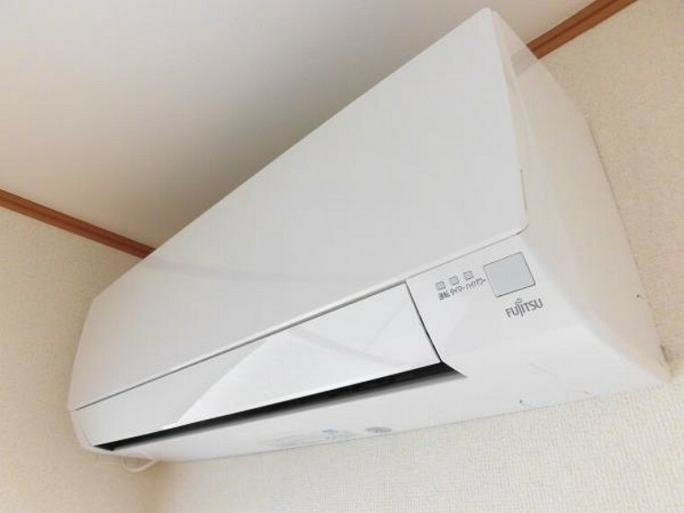冷暖房・空調設備 【同仕様写真】リビングには富士通社製のエアコンを設置しました。季節に関係なくALLシーズン快適にお過ごし頂けます。