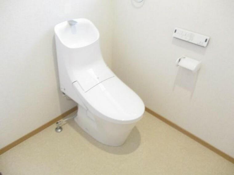 トイレ トイレは新品と交換しました。手洗いボウル付なので使い勝手がよく便利ですね。直接肌に触れる部分が新品なのは安心ですね。