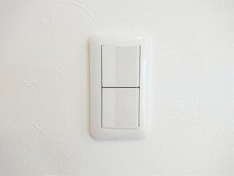 【同仕様写真/スイッチ】照明スイッチはワイドタイプに交換予定です。毎日手に触れる部分なので気になりますよね。新品できれいですし、見た目もオシャレで押しやすいです。