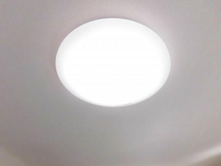 【同仕様写真/照明】各居室の照明器具は新品交換します。照明器具は設置した状態でお引渡しを致しますのでお客様が別途ご購入いただく必要はございません。