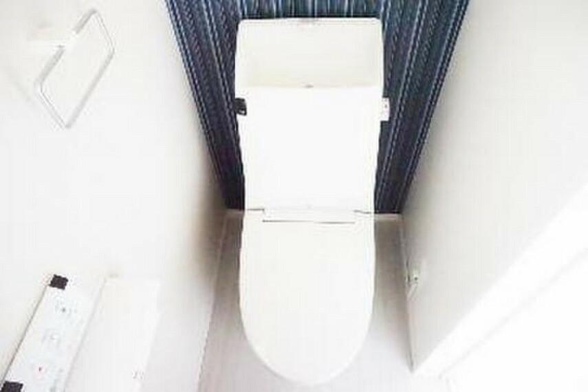 トイレ 快適な温水洗浄便座付きのトイレです。