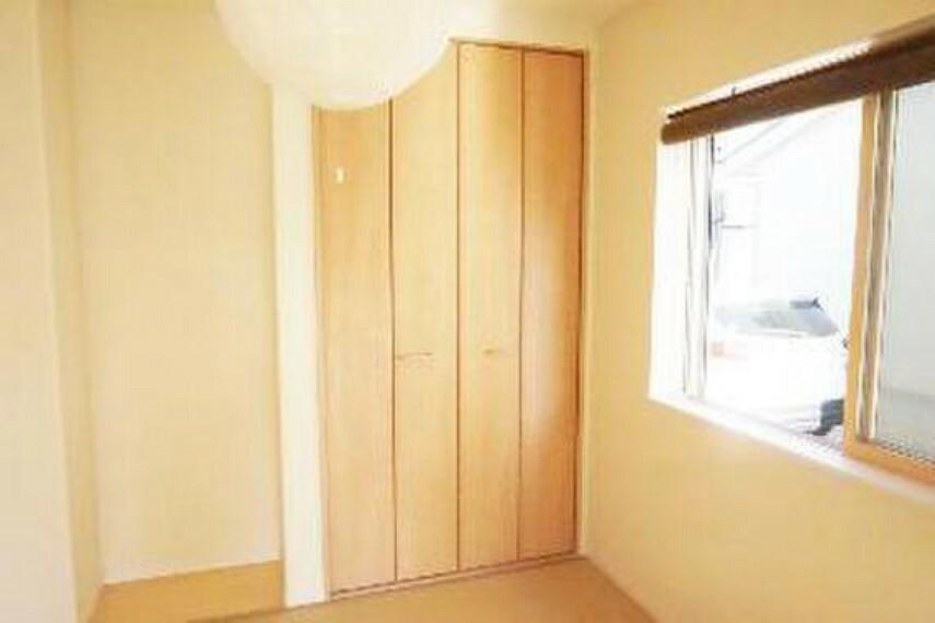 収納 収納がございますのでお部屋がスッキリ片付きますね。