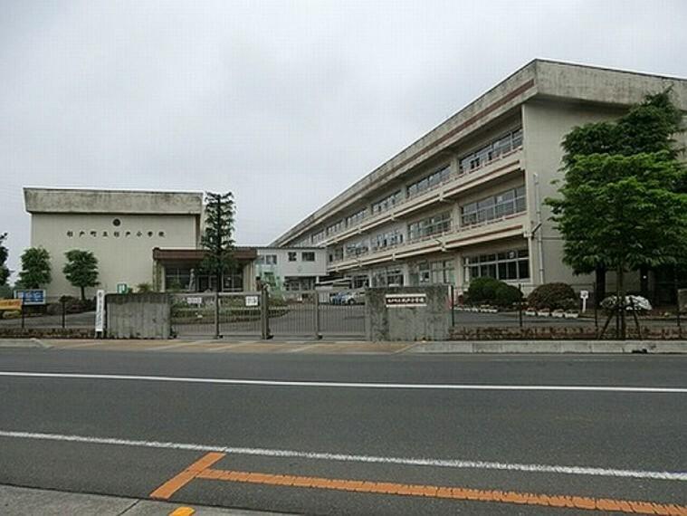 小学校 杉戸小学校 徒歩3分(約240m)