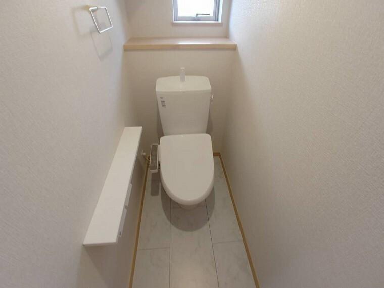 トイレ 1階と2階の2箇所に設置されているので 忙しい朝でもトイレ待ちということもないです。
