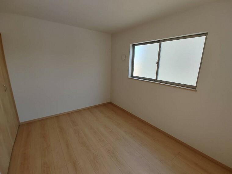 洋室 2階6帖の洋室。