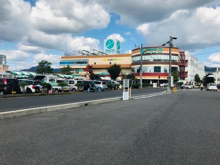 スーパー JAファーマーズマーケット 営業時間9:30~21:00 徒歩15分(約1200m) ※2020年10月撮影