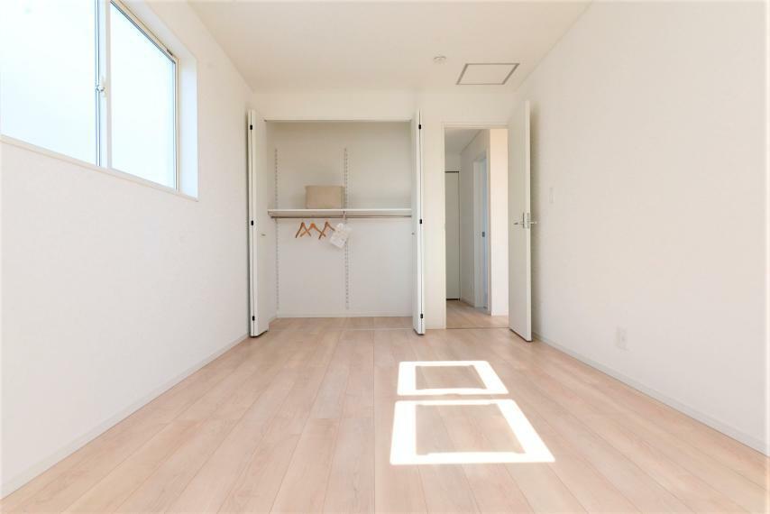 洋室 各部屋を最大限に広く使って頂ける様、全居住スペースに収納付。