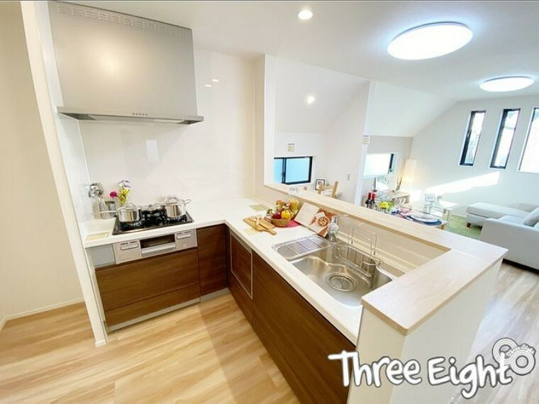 キッチン 【2F キッチン】 キッチンは使い勝手の良いL字型! カウンターキッチンなのも嬉しいポイントです。