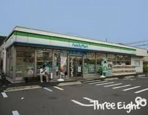 コンビニ ファミリーマート東堀切一丁目店 徒歩2分。
