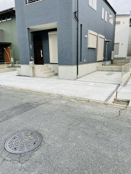 駐車場 駐車場は停めやすい広さで2台分。 ゆとりのある広さで駐車も楽々です。