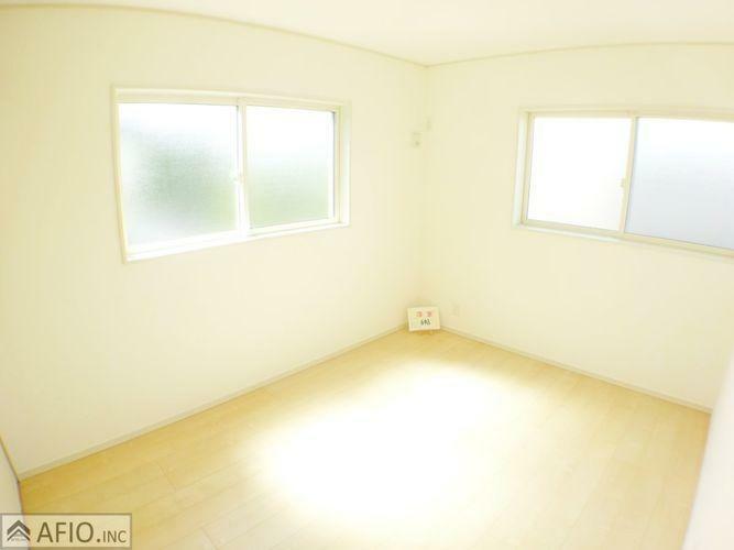 洋室 2面採光で明るく、風通しの良いお部屋です。