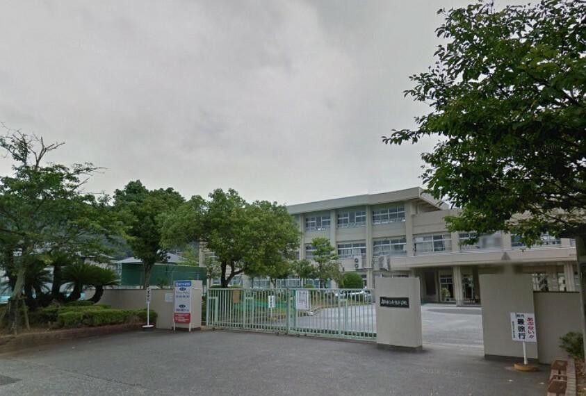 小学校 【小学校】高知市立介良小学校まで962m