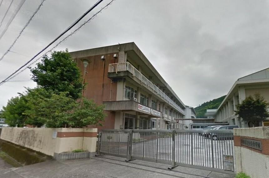 中学校 【中学校】高知市立介良中学校まで811m