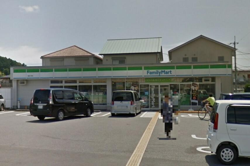 コンビニ 【コンビニエンスストア】ファミリーマート 高知介良店まで739m