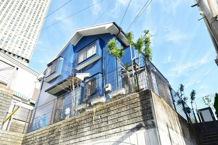 外観写真 多摩モノレール「大塚・帝京大学」より徒歩10分の好立地に佇む邸宅です。