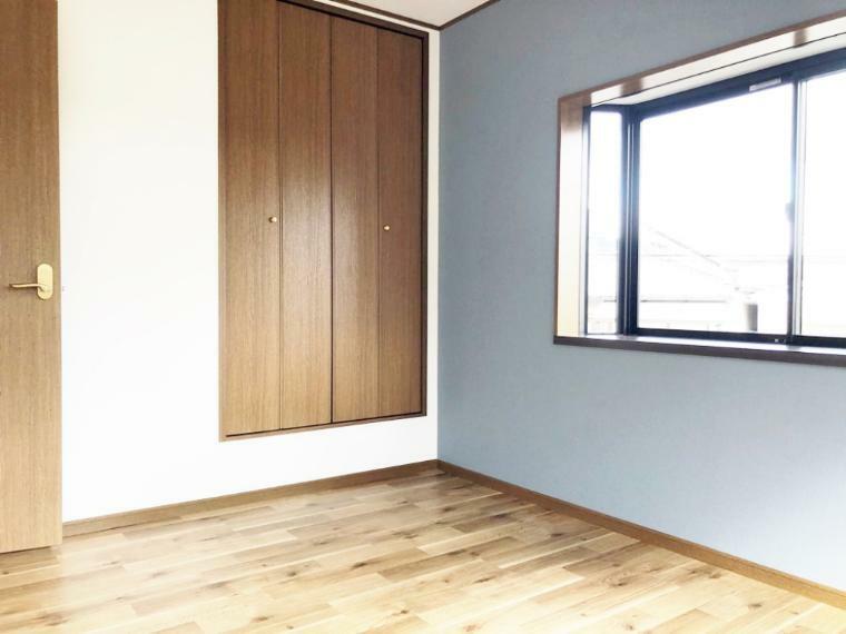 洋室 出窓付きの2階洋室