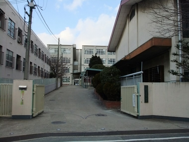 中学校 【中学校】音羽中学校まで550m