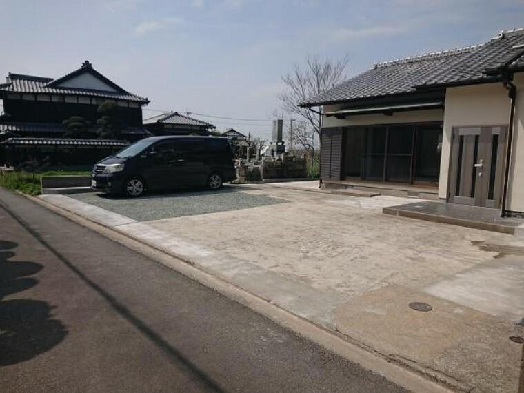 外観写真 【リフォーム済】駐車場の拡張工事を行い、3台以上駐車可能になりました。急な来客時も安心ですね。