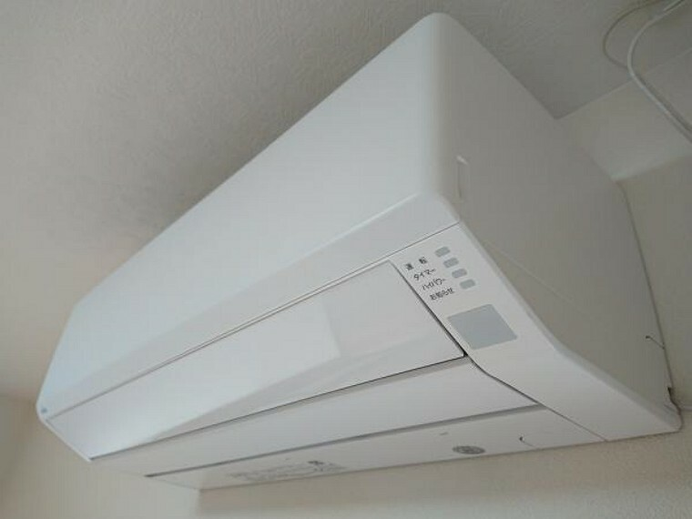 冷暖房・空調設備 【エアコン】これから始まる新生活の強い味方。1階LDKに富士通製新品のエアコン1台を設置しました。初期費用が抑えられますね。