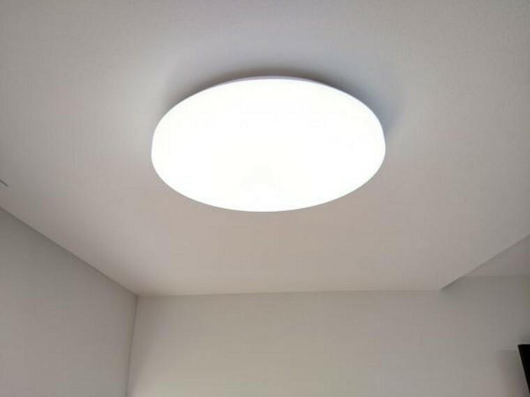【照明】各居室の照明器具は全て新品交換しました。照明器具を設置した状態でお引渡しを致しますので、お客様が別途ご購入いただく必要はございません。