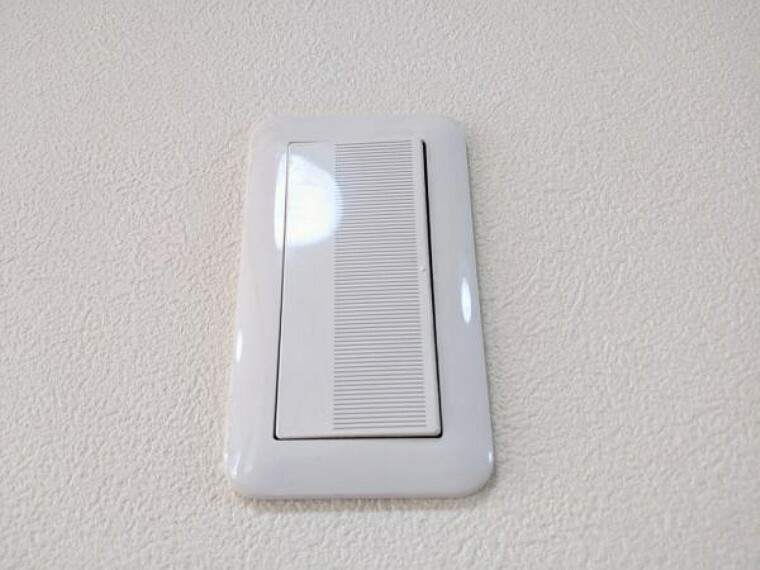 【スイッチパネル】照明スイッチは全てワイドタイプに交換しました。毎日手に触れる部分なので気になりますよね。新品できれいですし、見た目もオシャレで押しやすいです。