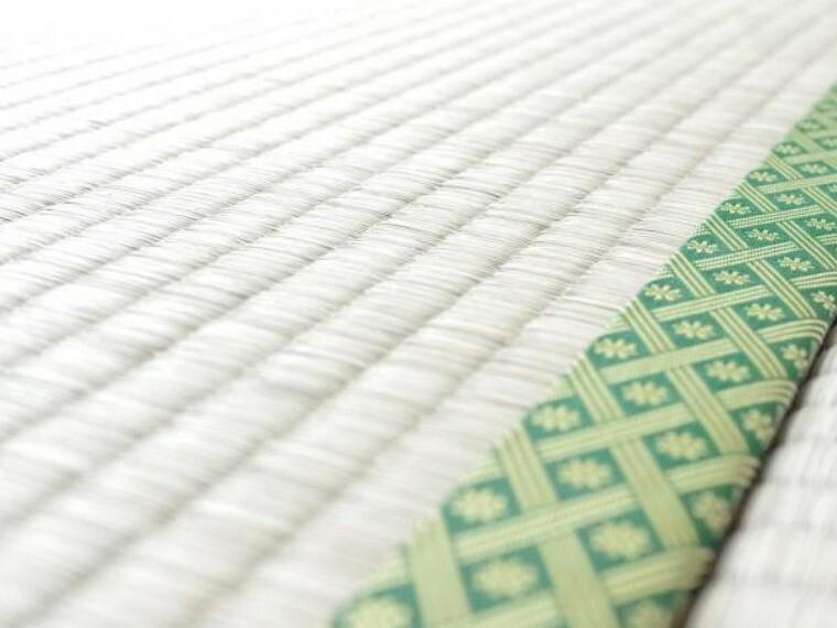 【畳】畳は全て表替えを行いました。イグサの香りに癒されながらごろ寝が出来る和の空間は小さなお子様にもご年配の方にもくつろぎの場になるので1室あると嬉しいですね。