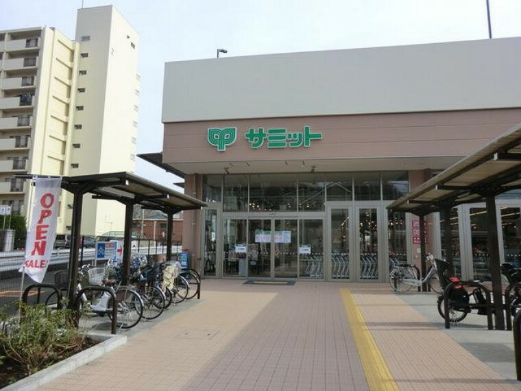 スーパー サミットストア上星川店(品揃えが良く、通路が広くカートでも買い周りしやすい!エレベーターが大きく他の人に気兼ねせず使える大きさです。駐車場も完備していて使いやすい。)