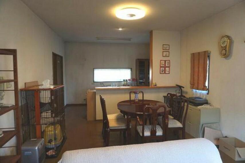 居間・リビング LDKは3面採光で明るく通風良好。