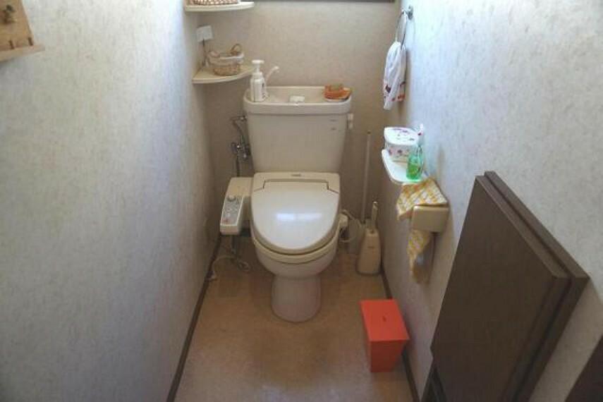 トイレ 温水洗浄便座付きトイレは嬉しい設備ですね。