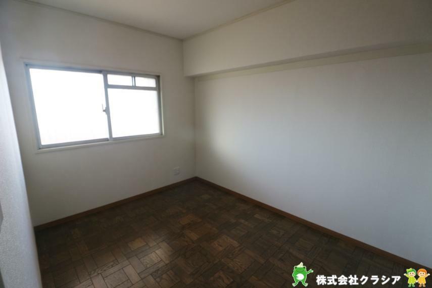 洋室 5.1帖の洋室です。プライベートなお部屋でゆっくりと過ごしたいですね。(2020年12月撮影)