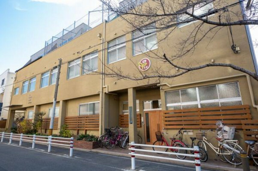 幼稚園・保育園 西高殿若葉幼稚園 約700m 徒歩9分