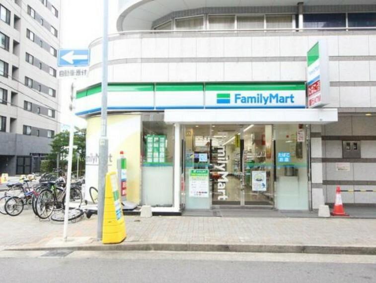コンビニ ファミリーマート名古屋栄一丁目店 約210m 徒歩3分