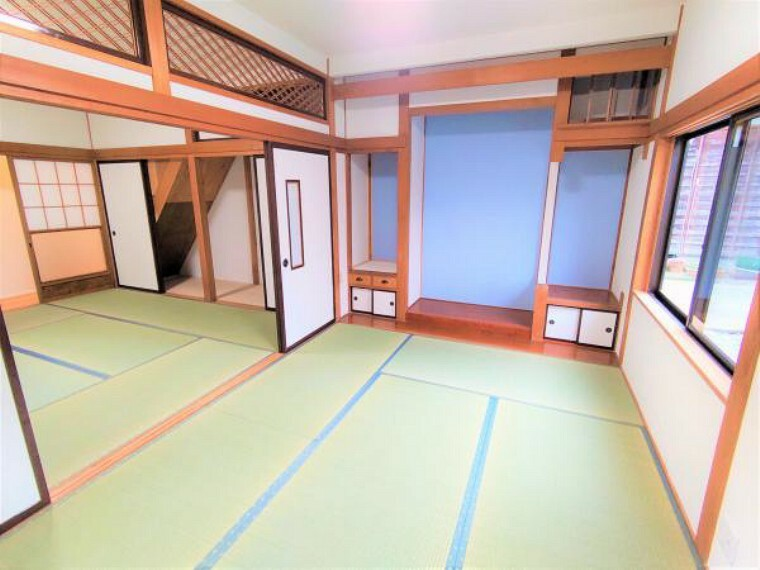 和室 【リフォーム済】こちらは1階和室2間続きです。畳表替え、クロスの張替えなどを行いました。ふすまを開ければ広々使用することが出来ます。